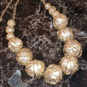 Jewelry - New necklace chunky pearls wrapped in gold wire👌
